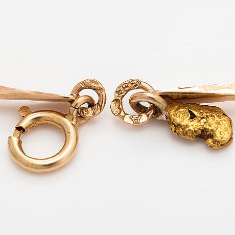 A 14k gold bracelet with gold nuggets. helsinki 1968.
