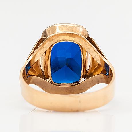 Ring, 14k guld, syntetisk spinell. nummilan koru, åbo 1976.