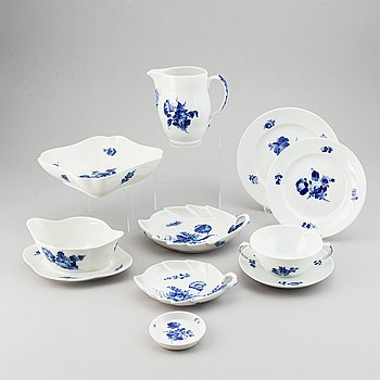 Royal Copenhagen, a part 'Blå Blomst' dinner service, Denmark (41 pieces).