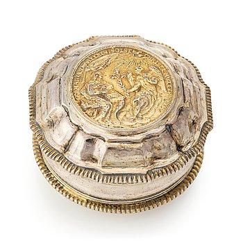 216. A Swedish 18th century parcel-gilt silver snuff-box, mark of Melchior Faust, Gothenburg 1768.