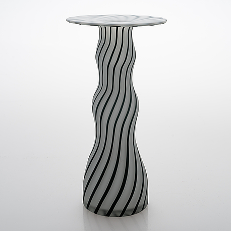 Markku salo, a 'donna' glass vase signed markku salo, nuutajärvi.
