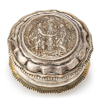 213. A Swedish 18th century parcel-gilt silver snuff-box, mark of Johan Wennervall, Gothenburg 1759.