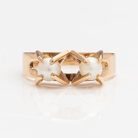 Elis kauppi, a 14k gold ring with cultured pearls. kupittaan kulta, turku 1968.