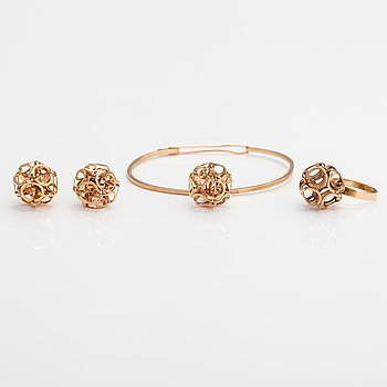 Elis Kauppi, A set of a 14K gold bracelet, earrings and ring. Kupittaan kulta, Turku 1973-1975.