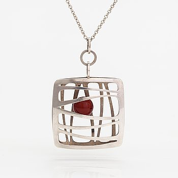 Elis Kauppi, A silver and chalcedony necklace. Kupittaan kulta, Turku.