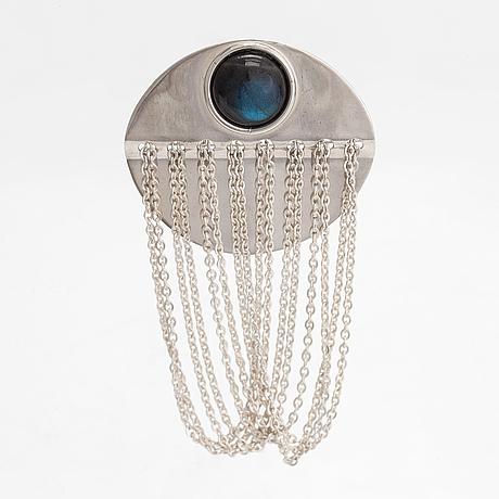 Elis kauppi, a sterling silver brooch with a spectrolite. kupittaan kulta, turku. prototype.