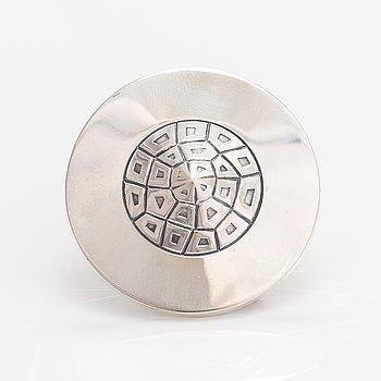 Elis Kauppi, A silver brooch. Kupittaan kulta, Turku 1963.