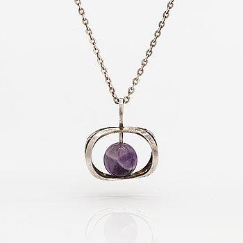 Elis Kauppi, A sterlingsilver necklace with a amethyst. Kupittaan kulta, Turku.