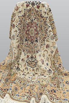 A carpet, Tabriz, ca 385 x 247 cm.