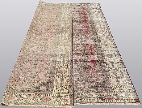 A carpet, oriental, ca 345 x 245 cm.