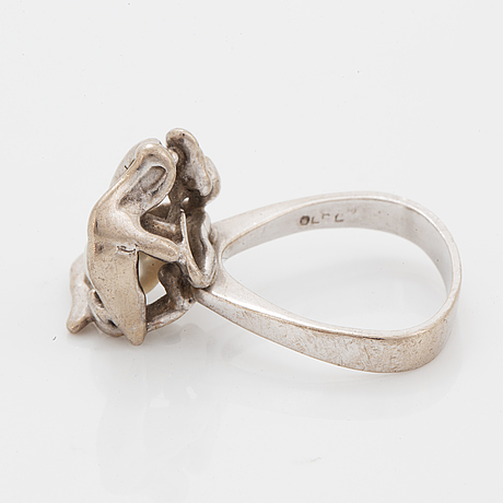 An ole lynggaard ring in 18k gold white gold.