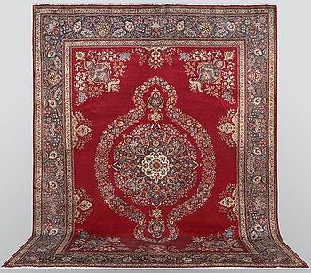 A carpet, Tabriz, ca 393 x 298 cm.