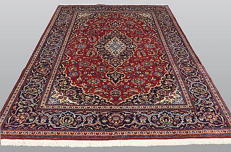 A carpet, kashan, ca 300 x 193 cm.