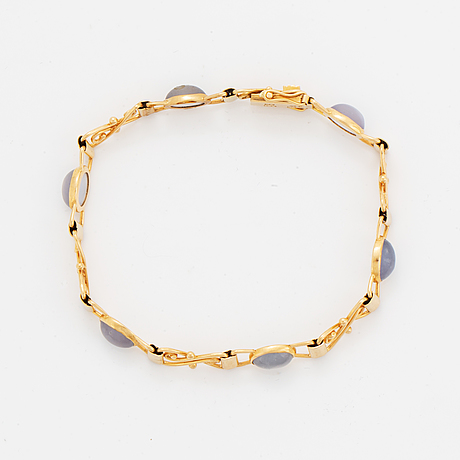 18k gold and cabochon-cut moonstone bracelet.