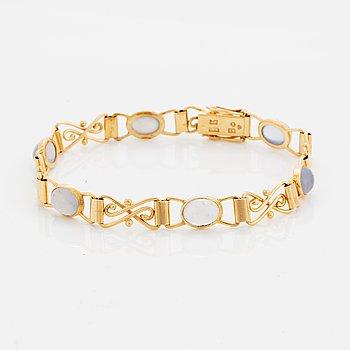18K gold and cabochon-cut moonstone bracelet.