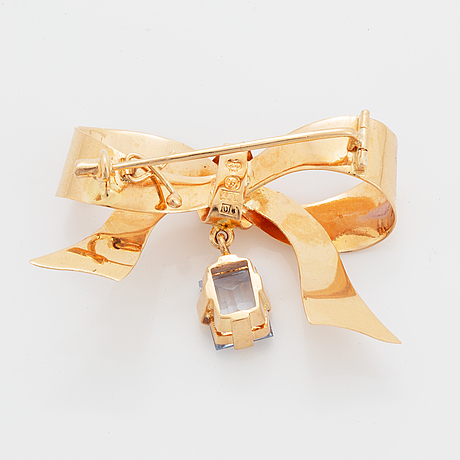 18k gold and synthetic blue spinel brooch.