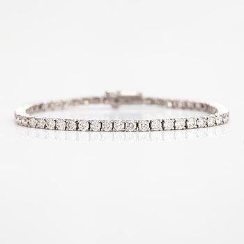 Tennisrmband, 14K vitguld, diamanter ca 6.00 ct tot enligt certifikat.