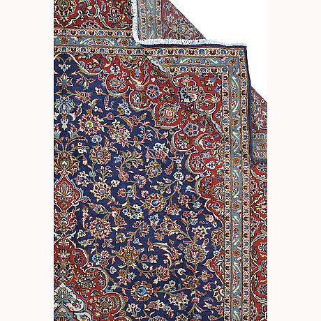 A carpet, kashan, ca 414 x 305 cm.