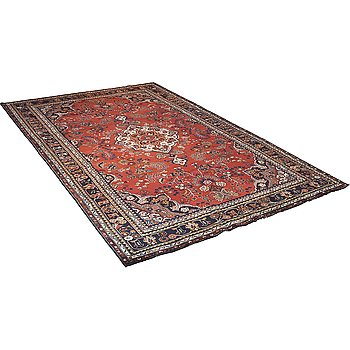 A carpet, Hamadan, ca 328 x 212 cm.