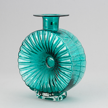 Helena tynell, a 'solflaskan' glass vase, riihimäen lasi oy, finland. in production 1964-1974.