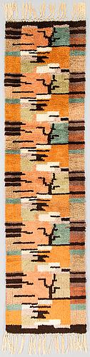 Tuntematon taiteilija, keinutuolimatto, 1930-luku. noin 190x48 cm.
