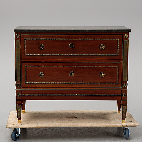 A gustavian style chest of drawers. first half of the 20th century.