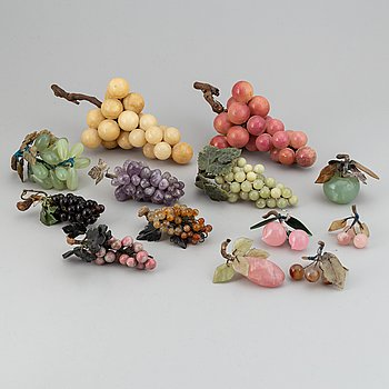 13 stone table decorations of grapes, 20th century.
