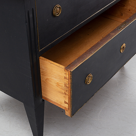 A gustavian style chest of drawers from around the year 1900.
