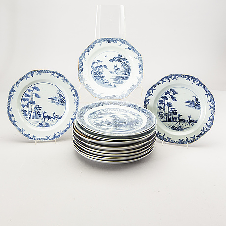 A set of 15 chinese 18/19th century porcelain  plates.