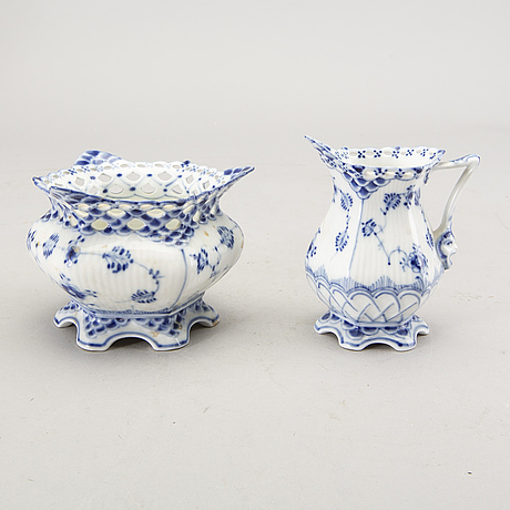 A set of 44 pcs of musselmalet cups and saucers royal copenhagen later part of the 20th century.