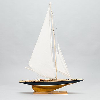 "Model boat of the J-class yacht ""Shamrock"", latter half of the 20th century."