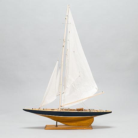 """Modellbåt, j-båten """"shamrock"""", 1900-talets senare hälft."""