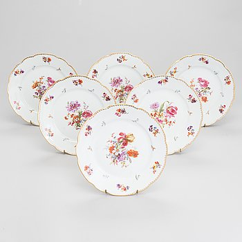 A 6-piece set of Kuznetsov porcelain plates, Moscow.