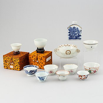 A grouo of 12 ceramics and porcelain objects, including Qing dynasty and later.