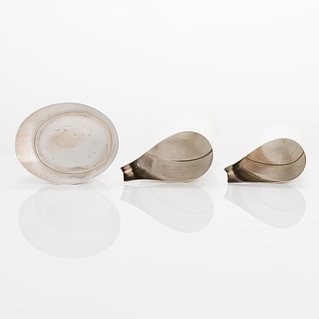 Pekka piekäinen, a three-piece sterling silver serving set, marked pp, platinoro, turku 2000s.