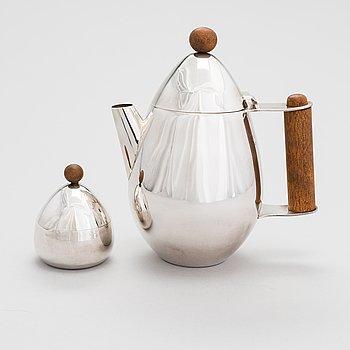 Pekka Piekäinen, A sterling silver teapot and sugar bowl with wood handles. Platinoro, Turku.