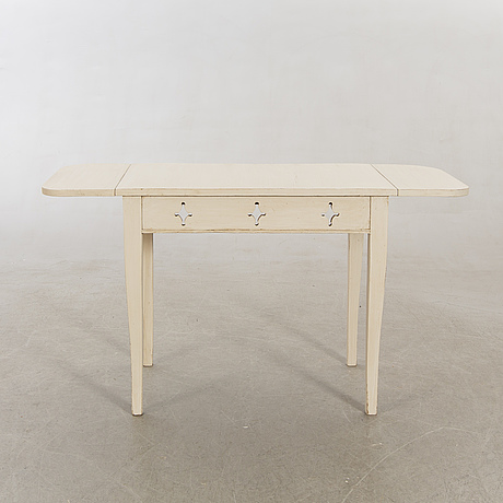 Table with flaps, 19th century.