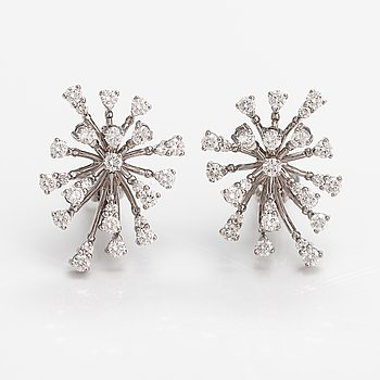 A pair of 18K white gold earrings with diamonds ca. 1.94 ct in total.