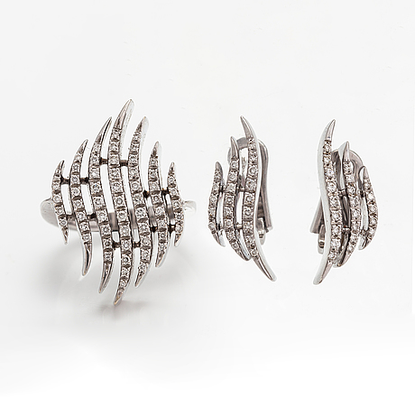 A pair of 18k white gold earrings and a ring with diamonds ca. 0.90 ct in total. moscow.