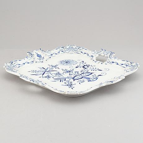 "23 pieces meissen ""zwiebelmuster"" porcelain."