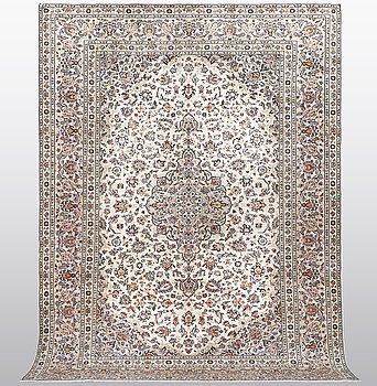 A carpet, Kashan, singed Taraghi, ca 350 x 246 cm.