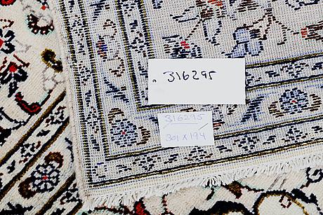 A carpet, kashan, ca 301 x 194 cm.