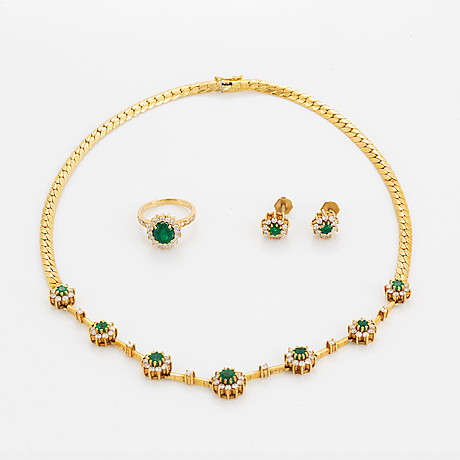 Emerald and brilliant-cut diamond necklace, ring and earrings.