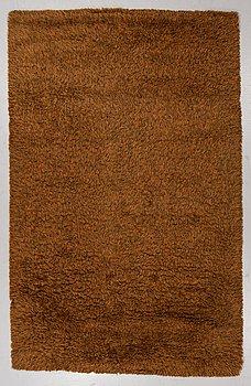 """A carpet, machine made pile,  """"Blekinge"""", ca 306 x 196 cm, Svängsta Mattväveri."""