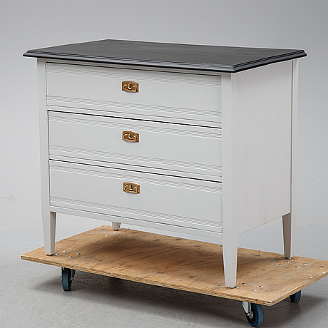 A painted chest of drawers, early 20th century.