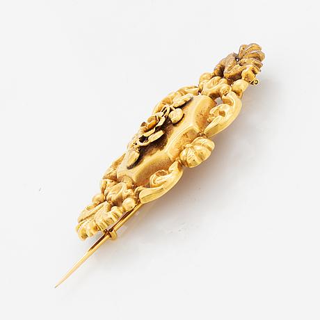 18k gold brooch.