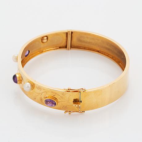 18k gold bangle.