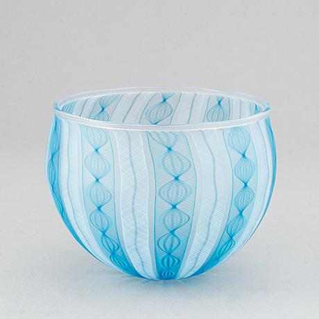 Tobias møhl, a glass bowl, ebeltoft, denmark, dated 2001.