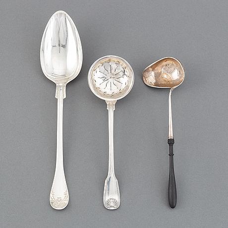 Ragusked, strösked samt såssked, silver, 1800-tal. bl a möllenborg, stockholm 1844.