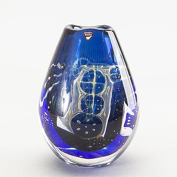 Edvin Öhrström, a signed ariel glass vase.